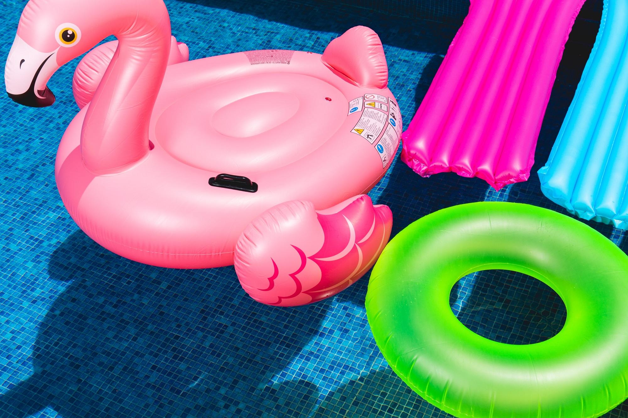 Geek Cat - Jaki biznes na lato - pomysły na wakacyjny biznes flamingo basen